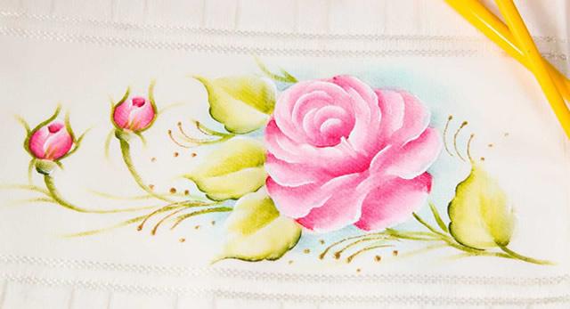 como pintar rosas em tecido