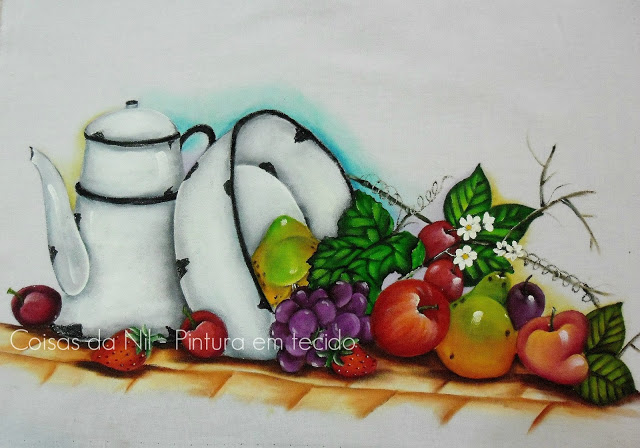 pintura em tecido bule e bacia esmaltada com frutas