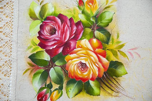 Rosas realistas laranja e vermelha