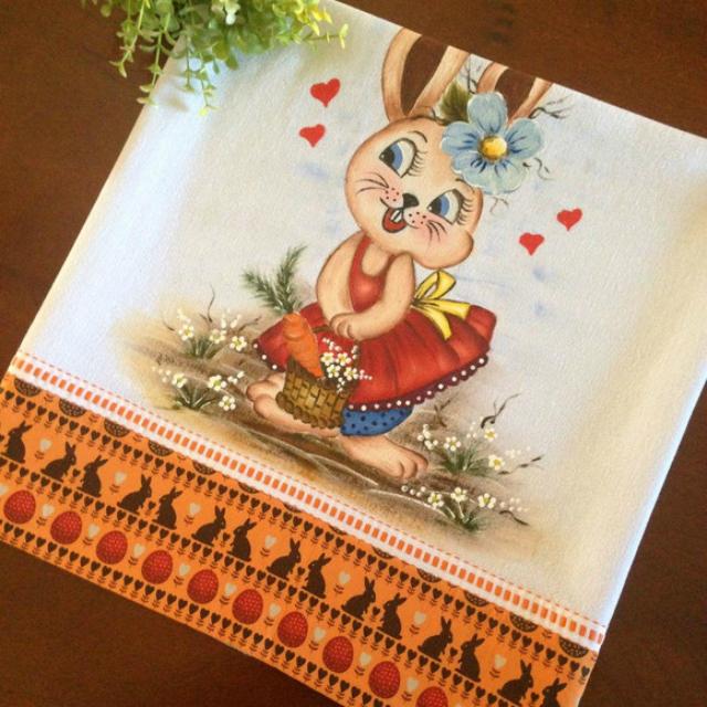 Pintura de coelhinha em pano de prato
